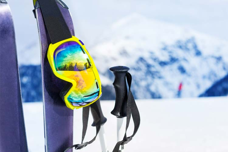 Skis and accessories for the snow